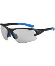 Cebe Cbacros4 w czarnych okularach przeciwsłonecznych